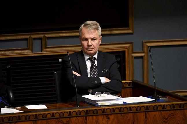 Utrikesminister Pekka Haavisto (Gröna) hamnade i blåstväder på grund av sin hantering av de finländska medborgarnas situation i lägret al-Hol i Syrien.