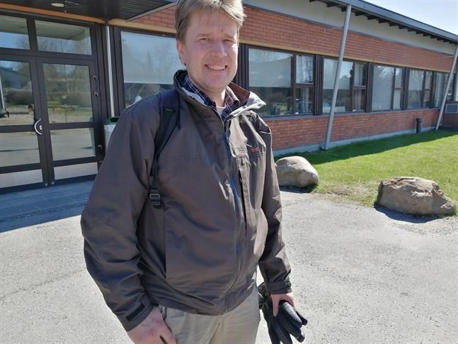 Bildningsdirektör Terho Taarna är överraskad över Hakalax skola drabbats av coronavirussmitta.
