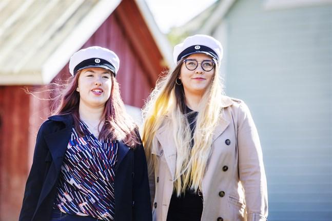 Julia Blomqvist och Julia Martin blev goda vänner på det sista året i gymnasiet. Det året som skulle sluta i en coronaepidemi.