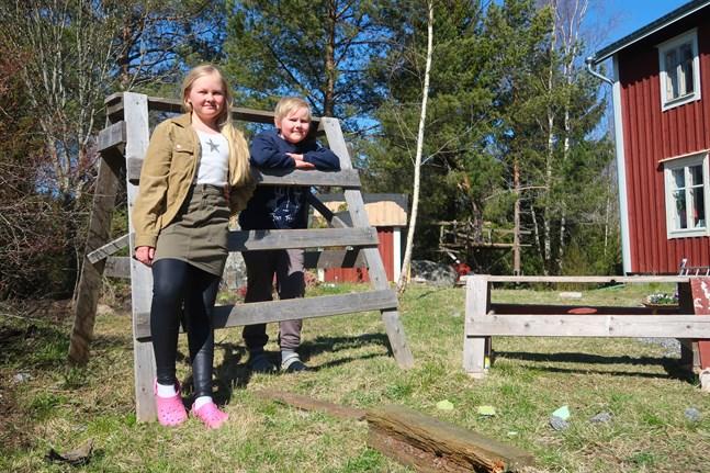 Syskonen Hilja och Edvin Risku går i Solf Skola och ser fram emot att få träffa klasskompisarna igen.