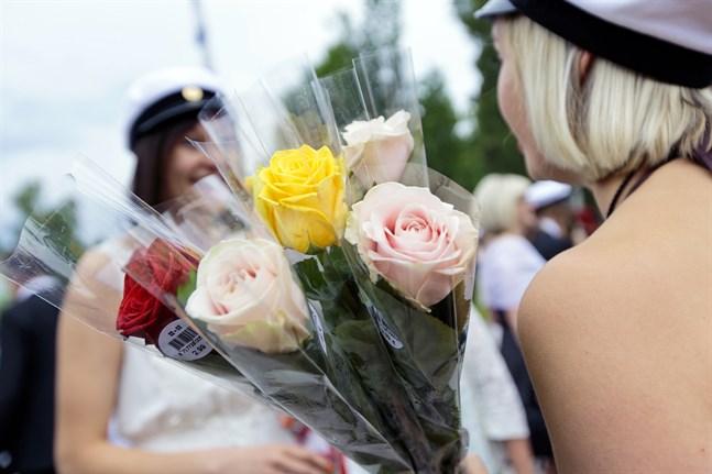 För många är gymnasiestudier en bro till vidareutbildning på universitet, yrkeshögskolor och högskolor.