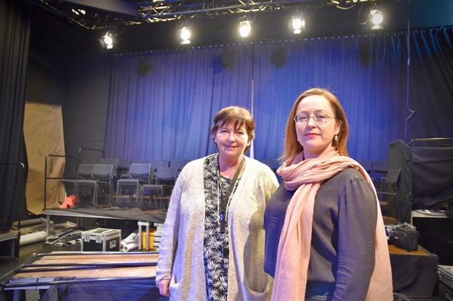 Gabriele Alisch som är ansvarig för scenkonstutbildningen och prefekt Kajsa Dahlbäck vid Yrkeshögskolan Novia i Jakobstad upplever att undervisningen i konstämnen lider mer än många andra ämnen av att göras på distans.