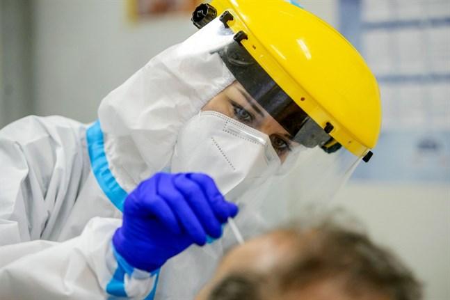 I nuläget kan drygt 8 000 coronavirustest göras i Finland per dag, enligt Institutet för hälsa och välfärd.