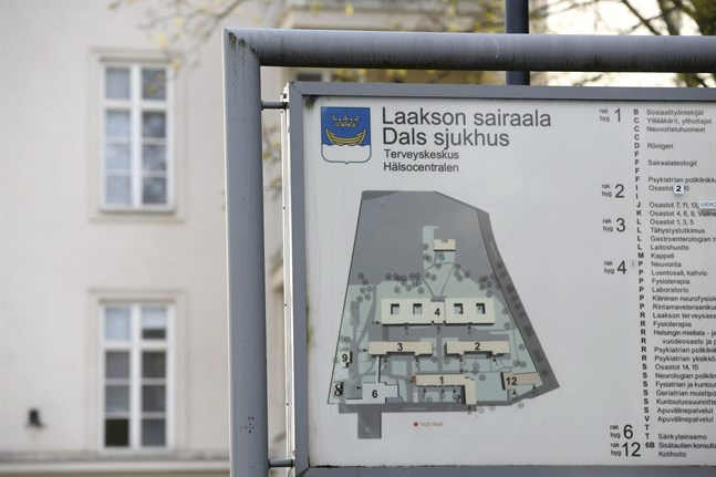 Dozens of staff at one of the main Helsinki hospitals treating coronavirus patients have themselves tested positive for the virus.