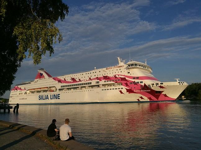 Tallink Silja har byggt ett extra tvättställ vid en av restaurangerna på Baltic Princess som åker Åbo–Stockholm.