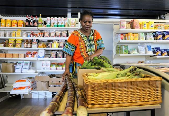 Sockerrör, majs och gröna bananer är några centrala delar av afrikansk matlagning.