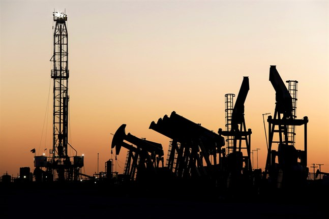 Väsentligt lägre efterfrågan på olja i coronakrisens spår pressar priserna och väntas pressa ned utbudet av olja i hela världen. Arkivbild