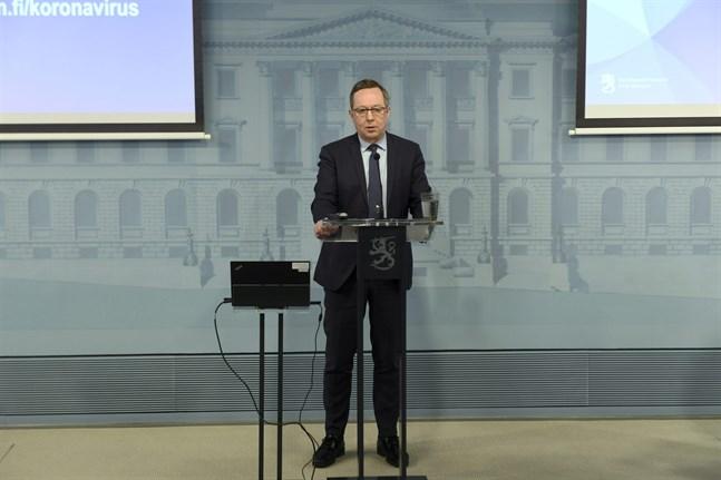 Näringsminister Mika Lintilä (C) informerade om det nya stödsystemet för företag.