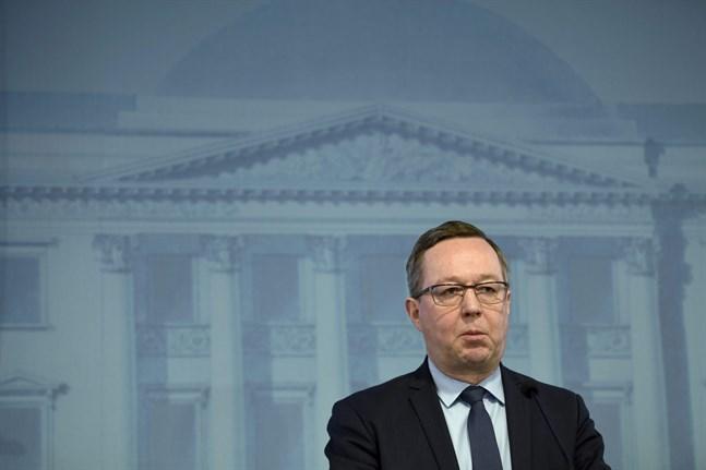 Näringsminister Mika Lintilä (C) presenterade regeringens nya företagsstöd på torsdag morgon.