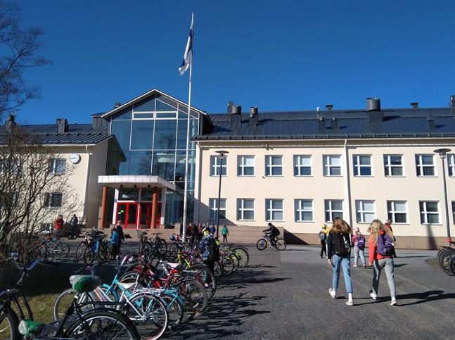 Sexorna i Villa skola har fått tänka om med lägerskola. Kuusamoresan ser ut att bli Villa Elba några dagar i maj.