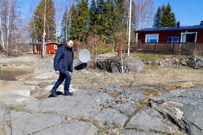 Sommarstugan vid Pudimofjärden är ett av Gert Dalkarls nyaste försäljningsobjekt. Han säger att förfrågningarna och visningarna har ökat i år jämfört med de senaste två åren.