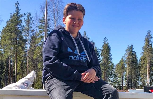 Elias Ingström från Närpes tävlar i MGP-finalen 2020 under artistnamnet Kurry.