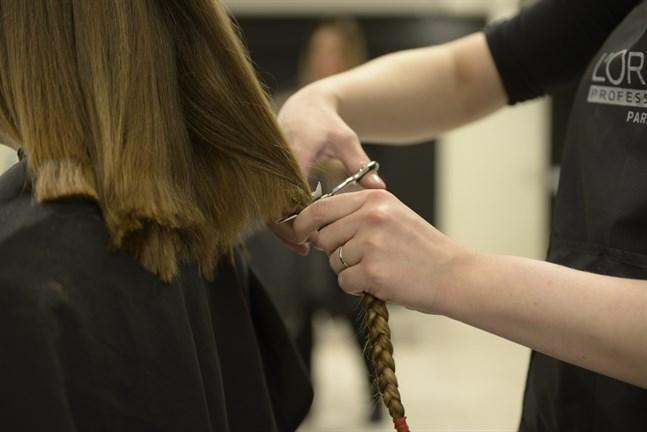 Bland dem som ansökt om stödet för ensamföretagare finns bland annat frisörer, massörer och kosmetologer i Jakobstadsregionen.