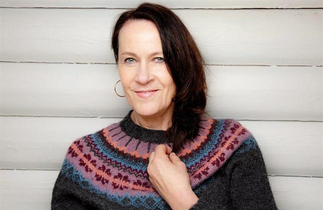 """Vigdis Hjort föregående roman """"Arv och miljö"""" har kallats en skandalroman. Nu är hon bokaktuell igen."""