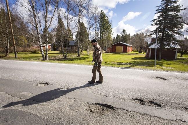 Jag och många med mej tycker att reparationen av Veikarsvägen förra veckan är under all kritik, skriver Börje Grims i en andra insändare om vägsträckan.