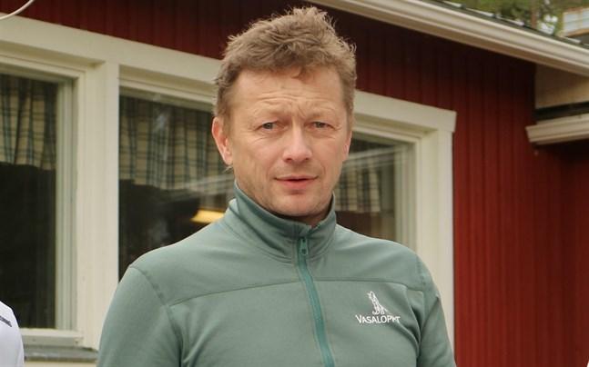 Team Minkens direktör Göran Holm vågar inte lova att teamet har ett lag på benen i höst. Skidåkare finns det gott om runt om i världen, men de ekonomiska resurserna är mer begränsade.