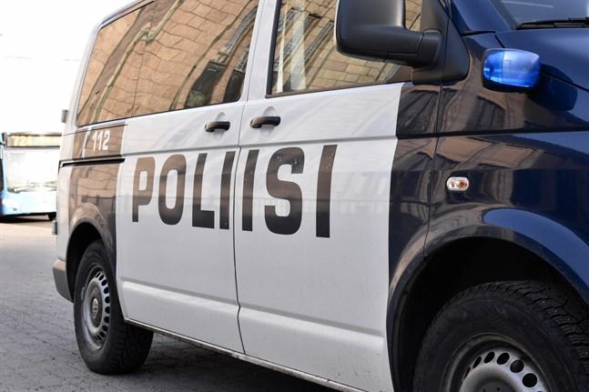 Polisen uppger att en man drunknade under en fisketur i Etseri på fredagskvällen.