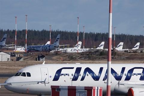 Flera av Finnairs inrikesflyg slopas då bolagets nya flygtidtabeller träder i kraft i juli, uppger Yle.