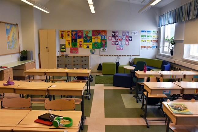 Ungefär 70 elever i Söderkulla skola i Sibbo rekommenderas återgå till distansundervisning på grund av personalbrist. Arkivbild.