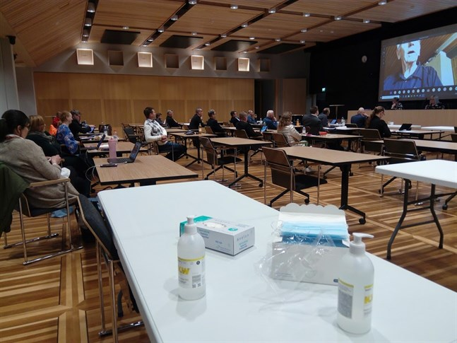 Coronaviruset präglade på många sätt Karleby stadsfullmäktiges möte.
