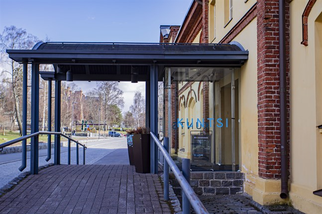 """I Kuntsis museum pågår utställningen """"By Nature"""" över sommaren. Helheten presenterar naturen med nutidskonstens metoder."""