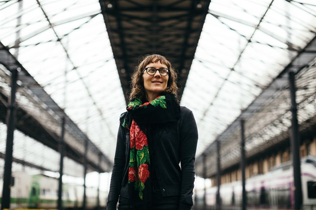 Malin Ahlsved är bildkonstnär och illustratör. Hon växte upp i Larsmo.