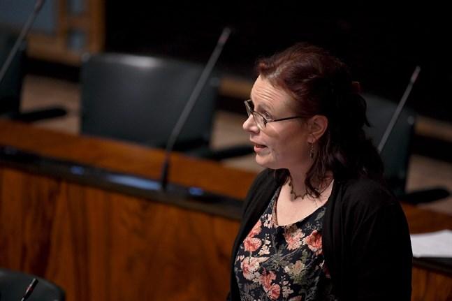 Samlingspartiets riksdagsledamot Mia Laiho anser att regeringen inte litar tillräckligt mycket på restauranger och kunder.