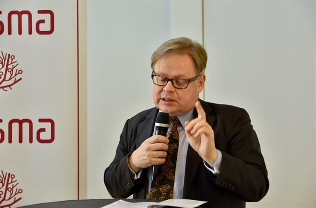 Ekonomiutskottets ordförande Juhana Vartiainen säger att tre märkbara ändringar behövs i det stödpaket som nu väntar landets restauranger. Arkivbild.