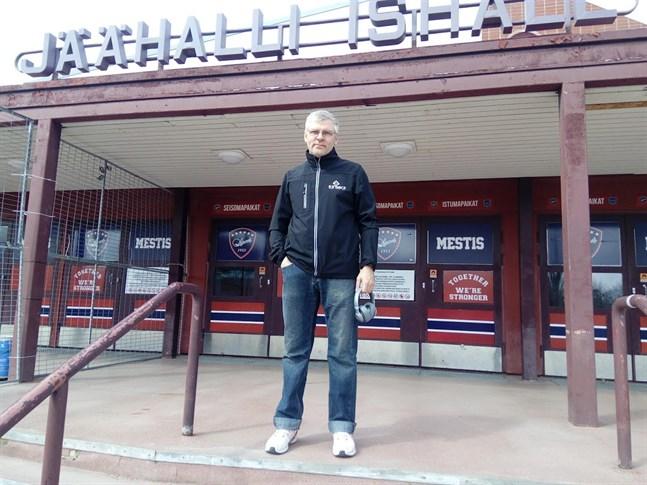 Att förmedla idrottsbilder har varit John Sundviks huvudsakliga jobb.