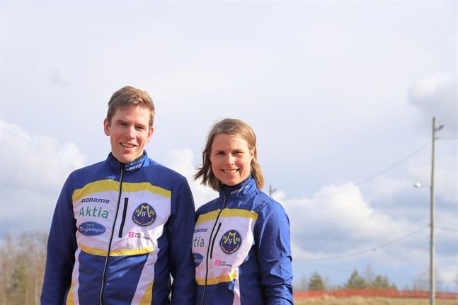 Mikael och Venla Appel har hand om juniorträning inom Malax IF:s friidrottssektion.