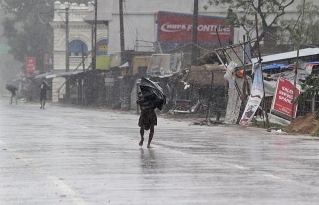 Kraftigt regn i Bhadrak i den indiska delstaten Orissa.
