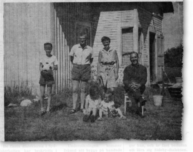 På bilden ses familjen Holmberg i sällskap med Torsten Teir.