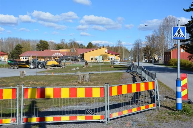 Här ska cirka 40 moduler sammanfogas till Kaskö nya servicecenter med plats för bland annat daghem och hälsocentral. Nu har bolaget meddelat vilka underentreprenörer som anlitas.
