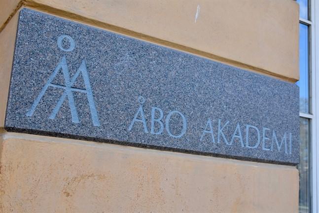 Kursutbudet för sommaren är fortfarande inte helt färdigställt, uppger Åbo Akademi.