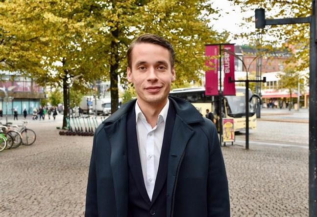 Henrik Wickström är kommunstyrelseordförande i Ingå och en av tre vice ordföranden för SFP.