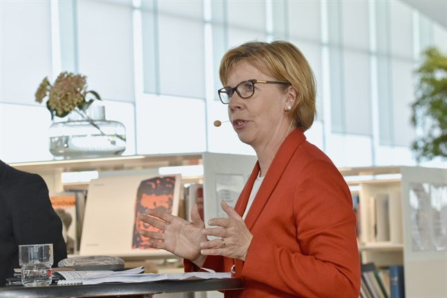 Anna-Maja Henriksson, SFP:s ordförande och justitieminister, säger att regeringen har varit noggrann då det gäller grundläggande rättigheter.