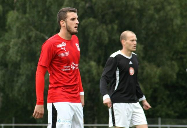 Nedim Ibric klär på sig Sportings rödvita dress även under den kommande fotbollssäsongen.
