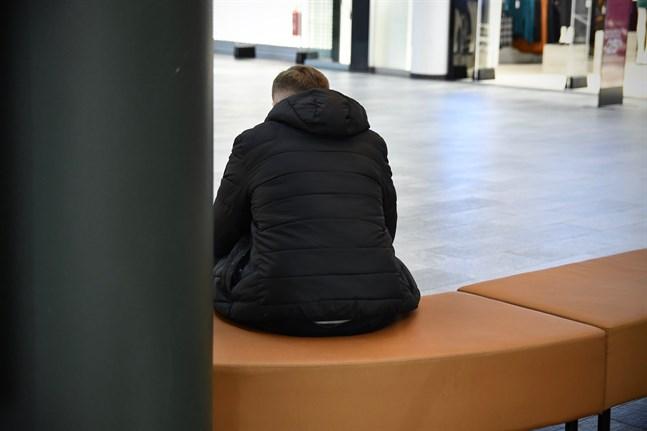 Nästan hälften av alla barn och unga i mindre bemedlade familjer svarade att undantagstillståndet påverkat deras psykiska hälsa negativt.