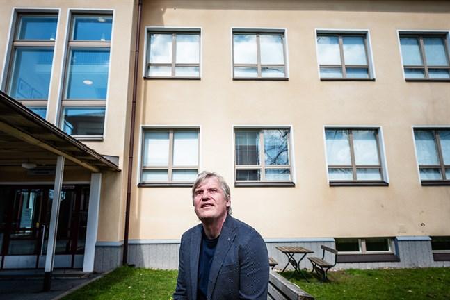 Stefan Kula, pensionerad rektor vid Topeliusgymnasiet i Nykarleby, är en av de som lobbat flitigt för gymnasiets specialstatus.
