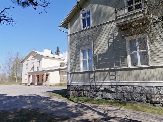 Vtttsar skola är byggd 1884. Tillbyggnaden är från 1975.