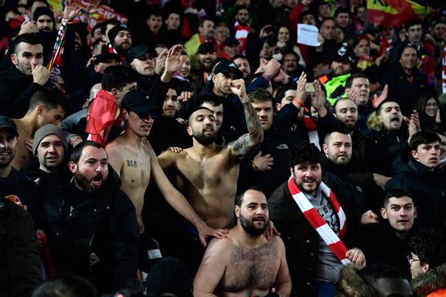 Supportrar på Anfield då Liverpool mötte Atlético Madrid i mars.
