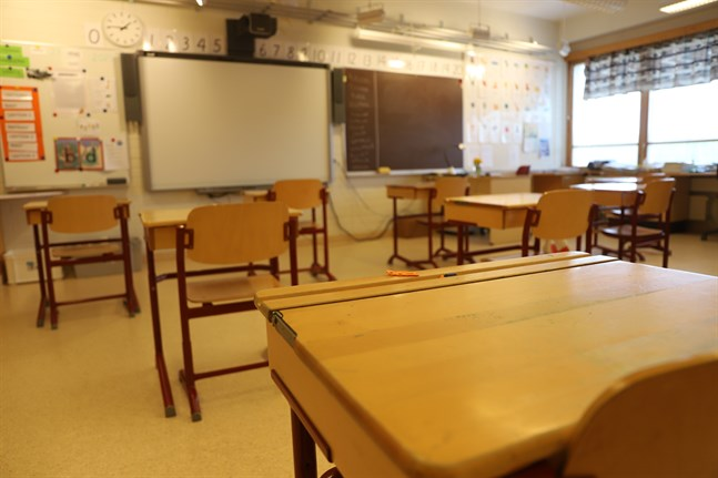 Regeringen vill att läroplikten ska förlängas till 18 års ålder. Dessutom ska utbildningen på andra stadiet bli kostnadsfri för den som är läropliktig.