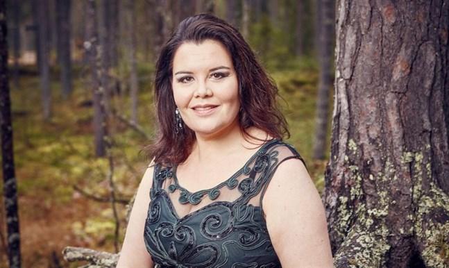 Pia-Karin Helsing är aktuell med en sång på dialekt, Svanana ha komi rei. Hittills finns den bara på Youtube.