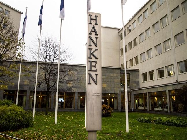 Vem som helst kan avgiftsfritt delta i Hankens sommarkurser från och med augusti. På bilden: Hanken i Helsingfors.