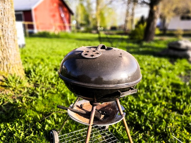 Seventeen libraries around the country are taking part in the new service that allows library users to borrow a grill along with their favourite works of literature.