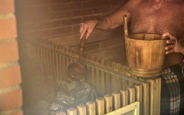 I Estland eldar många på i bastur i coronantider. Arkivbild.