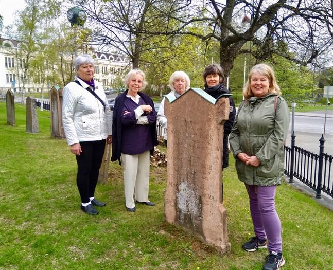 Linnea Mod, Kersin Kassab, Helena Westerlund, Gitta Wik och Margita Harjula har inspirerats av Helene Schjerfbecks måleri och familjebakgrund.