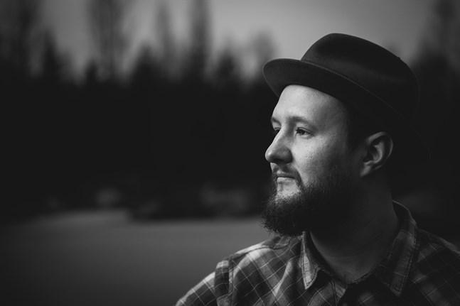 Tobias Fagerholm skriver sina låtar utgående ifrån egna erfarenheter.