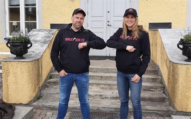 Teamchefen Kim Mäenpää – här tillsammans med Linn Sömskar – säger att det ser ut att bli snabbt före i Vasaloppet på söndag.