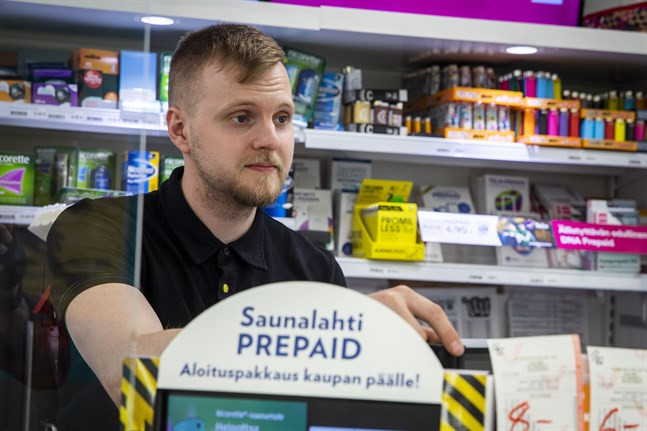 Köpmannen Jaakko Sillanpää säljer inte längre godiset Dipper XL efter att Livsmedelsverket fått in flera anmälningar om godiset i fråga.
